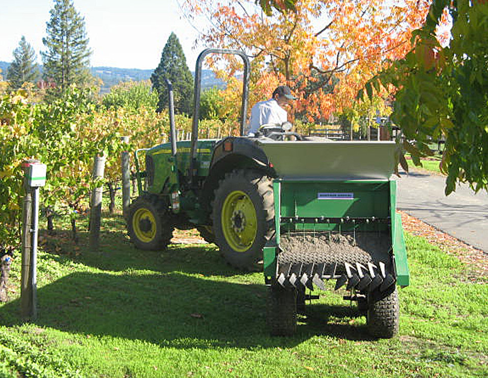 vineyard special in action multispread 320 for vineyard earth and turf